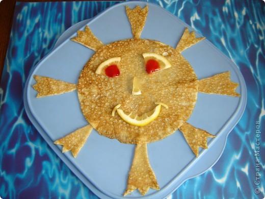 Наше Солнце и девять планет, которые кружатся вокруг него, составляют Солнечную систему. Она такая огромная! Если бы можно было проложить дорогу от Солнца до Плутона, то самая быстрая машина ехала бы по ней  5.000 лет без остановки.  Самое значительное из тел Солнечной системы - Солнце. По своей природе это звезда, такая же  как те многочисленные звёзды, которые мы видим на ночном небе. Солнце - самая близкая к нам звезда, поэтому она и самая яркая на нашем небосводе.  Солнце - самое важное из всех светил для жителей Земли. Оно даёт свет и тепло, поддерживая жизнь на нашей планете.  Моё мартовское солнышко - Огневушка. От него так и пылает жаром. Потому, что наступила весна, потому, что Масленица, да и просто потому, что у всех жителей Страны Мастеров - хорошее настроение. фото 7