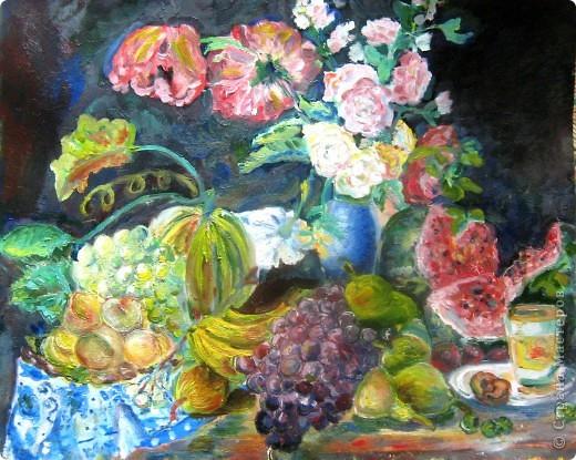 """Картина маслом (моя) по мотивам картины Торопова """"Цветы и фрукты"""". размер А2. Я выбрала тему биология. Пища будущего. В будущем, да и вообщем-то сейчас так мало натуральных овощей и фруктов, так много химии, что настоящие полезные плоды останутся только на картинах. фото 1"""