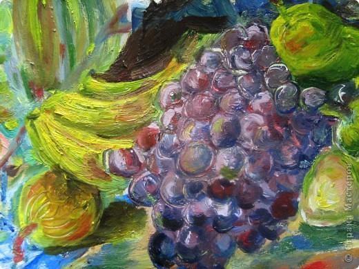 """Картина маслом (моя) по мотивам картины Торопова """"Цветы и фрукты"""". размер А2. Я выбрала тему биология. Пища будущего. В будущем, да и вообщем-то сейчас так мало натуральных овощей и фруктов, так много химии, что настоящие полезные плоды останутся только на картинах. фото 2"""