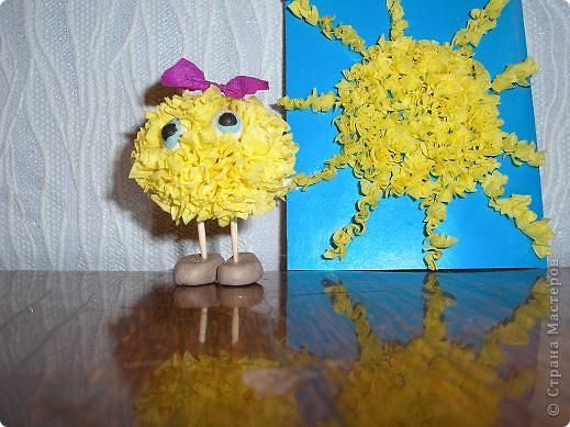 Здравствуйте! Вот и моё солнышко! Я нарисовала его масляной пастелью. По-моему получилось весёлое солнышко которое каждое утро встречает нас своим теплом! фото 3