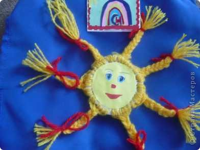 Солнышко Лучистое сделано из модулей желтого цвета фото 3