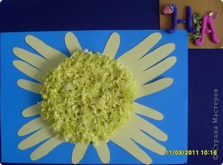 """Задание1. Мастерим Солнце. Моё солнышко выполнено в технике """" торцевание на пластилине"""". Эта техника позволяет передать объём и показать, что Солнце - это звезда, состоящая из раскалённого газа. фото 2"""