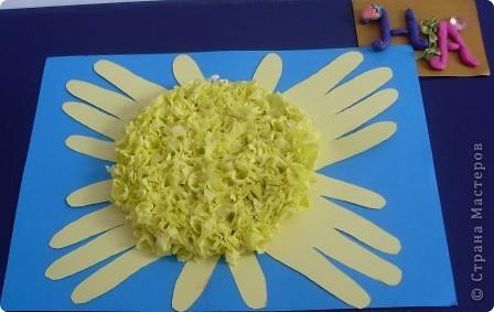 """Задание1. Мастерим Солнце. Моё солнышко выполнено в технике """" торцевание на пластилине"""". Эта техника позволяет передать объём и показать, что Солнце - это звезда, состоящая из раскалённого газа. фото 1"""