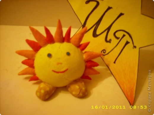 Всем снова привет! Это мое солнышко. Я его сделала из соленого теста и раскрасила гуашью. фото 1