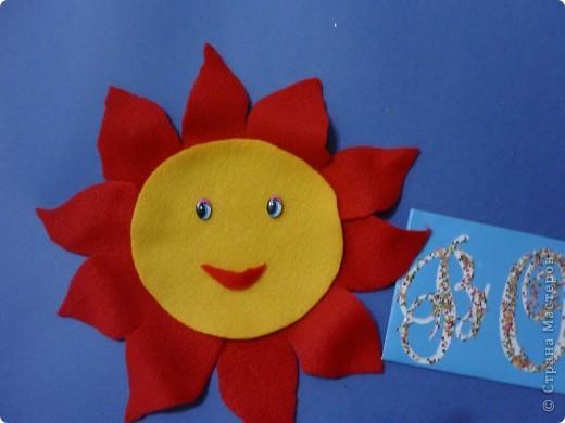 Красно- Солнышко.  Это солнышко я нарисовала на флисе, а потом вырезала и наклеила на ватман. фото 1