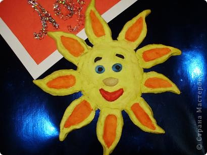 Задание 1: Это солнышко несё нам весеннее тепло и радость.  Поздравляю всех с масленицей. Какой сегодня был веселый день. Мы с мамой напекли много блинов и я решила сделать вкусное солнышко. Было так интересно и вкусно.  фото 3