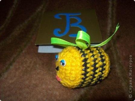 """Тема 4. Область """"Биология"""". Это весёлый осьминожек. Он связан крючком. Внутри упаковка от киндер-сюрприза. фото 2"""