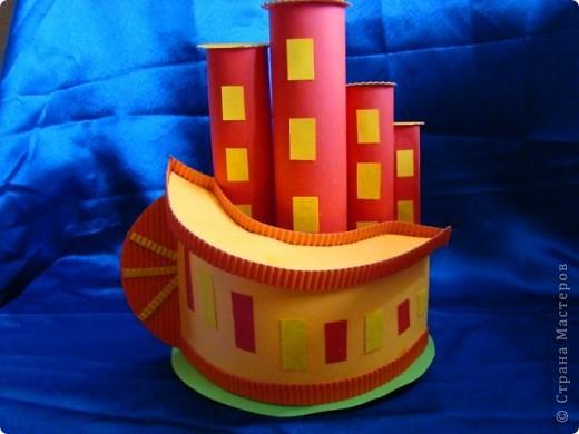 Тема 4. Возрождение Земли Область «Техника, строительство, конструирование» 1) Город будущего. Оранжевый дом - это жилой дом. Дом с антеннами - это отель. Круглый дом - это кофе. Перевёрнутый дом - это школа. Всё будет сделано из прочных материалов. фото 3