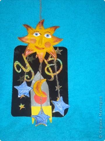Звезда по имени Солнце. Я смастерила Солнце способом выжигания на фанере и раскрасила гуашью. Солнышко получилось живым и очень радостным. фото 3
