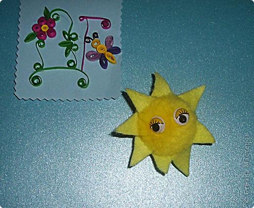 Я решила сделать Солнце,потому что это уникальная звезда.Солнце-центр Солнечной системы,оно-источник света и тепла,которые так необходимы для того,чтобы на Земле продолжалась жизнь.Солнце состоит из газов,в основном из водорода.Ядро Солнца очень горячее,температура достигает 15 миллионов градусов.Солнце находится на расстоянии 150 миллионов км  от Земли.Свет от него достигает нашей планеты через 8 минут. фото 1