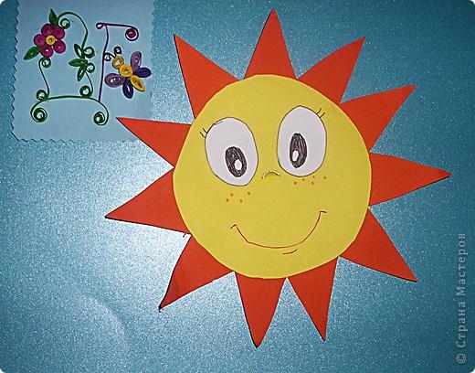 Я решила сделать Солнце,потому что это уникальная звезда.Солнце-центр Солнечной системы,оно-источник света и тепла,которые так необходимы для того,чтобы на Земле продолжалась жизнь.Солнце состоит из газов,в основном из водорода.Ядро Солнца очень горячее,температура достигает 15 миллионов градусов.Солнце находится на расстоянии 150 миллионов км  от Земли.Свет от него достигает нашей планеты через 8 минут. фото 2