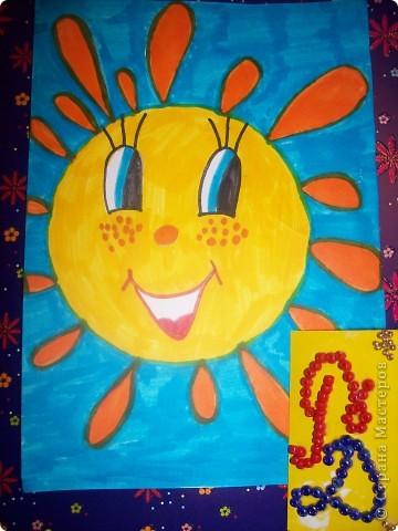 Мое солнышко в ковровой технике. Увидела, как мама делает красивые подушечки, и захотела такое солнышко. Ох и намаялась я с ним....... конечно же мама помогала..... Получилось очень мягенькое и пушистенькое.  фото 3