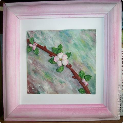 Вот такая веточка вишни с первым цветком у меня получилась:  фото 1