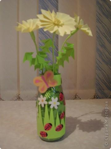 """Вот такие цветочки появились у меня дома. Цветочки и листочки выполнены в технике """"оригами"""". А оформление баночки я подсмотрела у дочки в книге  """"Подарок маме"""". фото 1"""