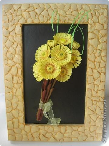 Весенний букетик мать-и-мачехи. Цветочки по-весне расцветают повсюду и радуют нас, словно маленькие солнышки. фото 1