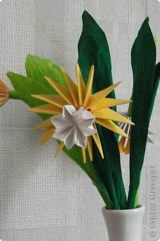 Целый букет сделан в технике модульного оригами. фото 3
