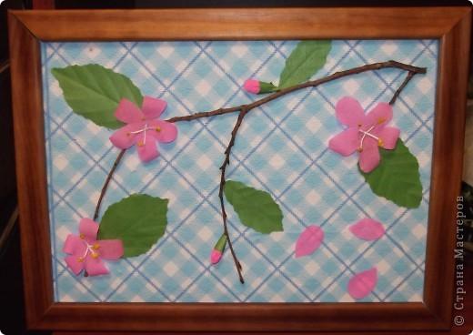 На этой картине Даниил (под маминым руководством) изобразил цветущую веточку розовой яблони.    фото 1