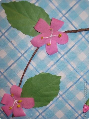 На этой картине Даниил (под маминым руководством) изобразил цветущую веточку розовой яблони.    фото 2