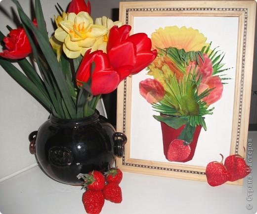 Ничто так не радует наших мам, бабушек, теть на даче, как этот весенний букет садовых цветов на кухонном столе! А какой цвет, какой аромат!  Эта работа выполнена в технике декупажа с элементами объемного моделирования. Надеемся, что на этой фотографии видно, что ваза объемная. фото 2