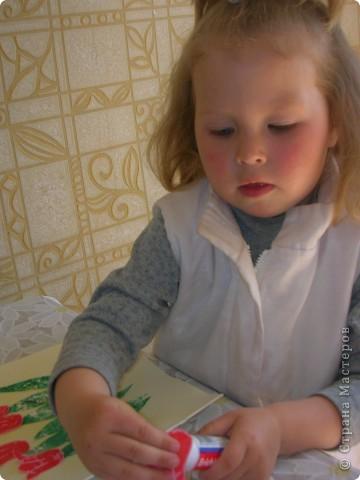 Это первая конкурсная работа моей младшей дочки (3 годика). Аппликация с элементами штамповки.  фото 3