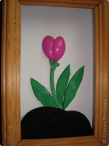 1. Вот такой тюльпан мы сделали с девочками используя бросовый материал. фото 1