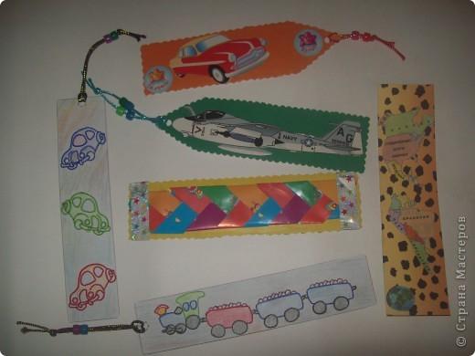 С такими закладками Ваня пойдет в понедельник в школу. Две закладки- раскраски, две- картинки из журнала, одна-плетеная из бумажных полосок и одна-специально для окружающего мира. фото 1