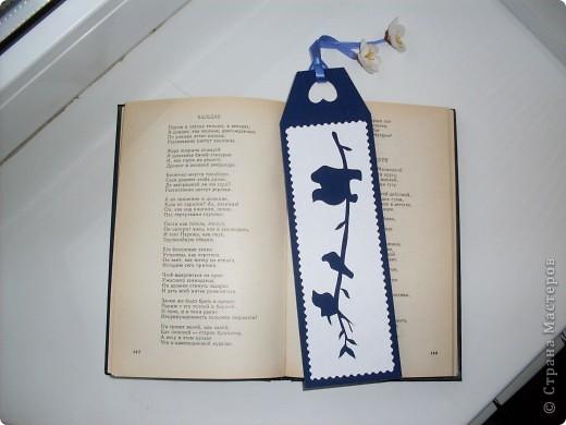 Закладка для учебника по природоведению. Птички на ветке. Вместо обычной дырочки, куда можно вставить ленты - сердце - в знак доброго и бережного отношения к окружающему нас миру. фото 2