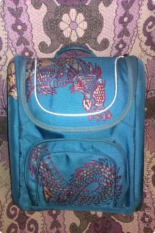 Моему Тимошке подарили синенький ранец. Удобный, но скучный. фото 1