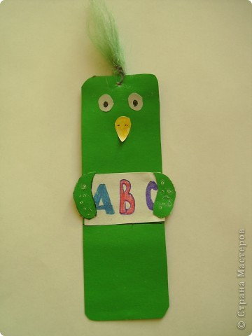 Вот такая закладка в виде любознательного попугая у меня получилась. Он хочет, как и я, изучать английский язык. фото 1