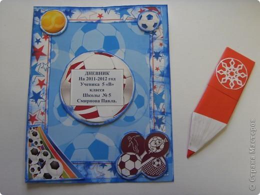 Я занимаюсь футболом. Мне очень нравиться.   для своего дневника выбрал футбольную тему.  фото 6