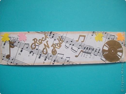 Эти закладочки я сделала на большой скрепке.Розочку я связала крючком , а все остальное украшения от старых заколок. фото 9