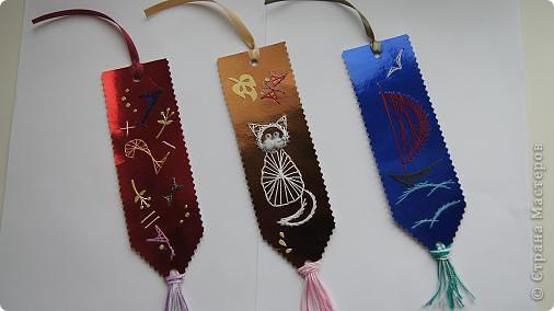Вот такие закладочки получились в технике изонить. Чтобы не видно было ниточек с обратной стороны, приклеена самоклеющаяся цветная  бумага. фото 2