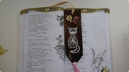 Вот такие закладочки получились в технике изонить. Чтобы не видно было ниточек с обратной стороны, приклеена самоклеющаяся цветная  бумага. фото 8