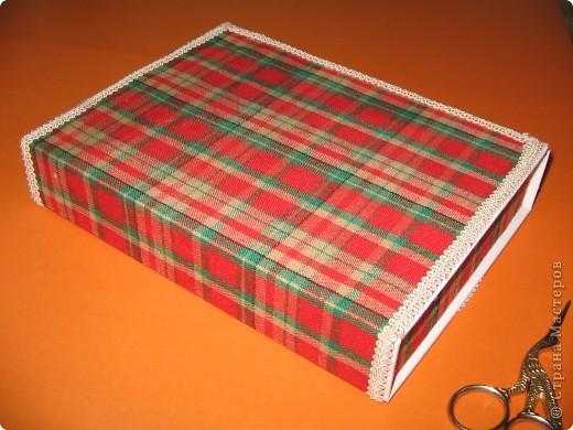 Для такого пенала я взяла ткань в клеточку, нитки мулине, бежевый кант, цветную бумагу, клей ПВА, клей Момент.  фото 3