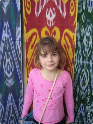 Обложка для учебника узбекского языка. Закончился переход через пустыню. Все очень рады и верблюды, и люди. Будут отдыхать, встречаться с друзьями, хвастаться, чего интересного привезли. Но для общения людям разных национальностей необходимо знать языки друг друга. Буду и я учить узбекский. фото 2