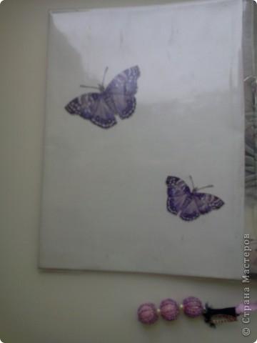 Мне всегда нравились бабочки - красивые и изящные создания. Давно хотелось воплотить эту тему в творчестве. Вот. Воплотила. Это - обложка к тетради по геометрии. Обклеила я уже готовую тетрадь - обновила прошлогоднюю. фото 3