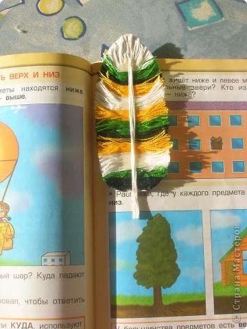 Мои закладки ещё здесь http://stranamasterov.ru/node/245111?k=all&u=58075  Раньше до изобретения авторучек писали гусиными перьями и , думаю, ещё их использовали в качестве закладок. Сейчас найти гусиное перо трудно (если ты их не разводишь), поэтому сделала своё по этому МК  http://stranamasterov.ru/node/118333 Правда вместо проволоки использовала нитки. фото 3