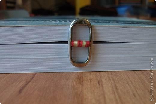 Эта закладка очень легкая и тоненькая, удобно для книг с непрочным переплетом. фото 2