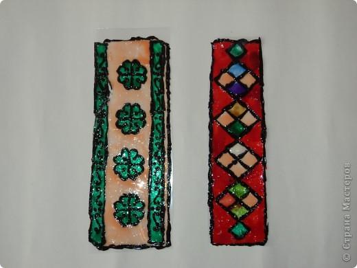 Мои закладки выполнены с помощью витражных красок.  фото 1