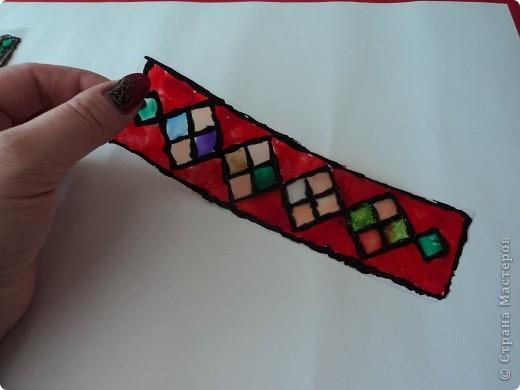 Мои закладки выполнены с помощью витражных красок.  фото 3