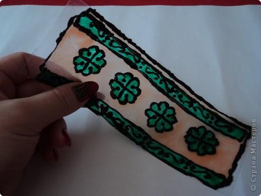 Мои закладки выполнены с помощью витражных красок.  фото 4