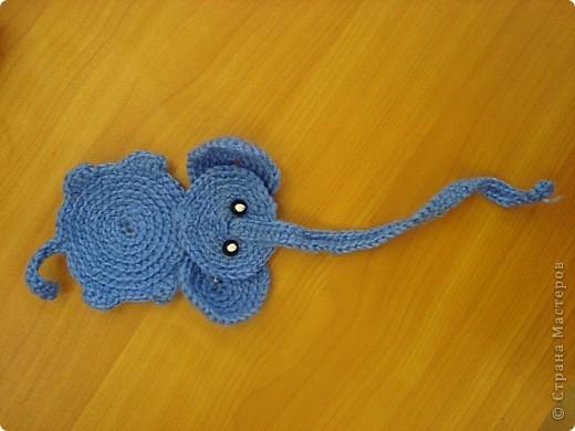 Настя для конкурса связала закладку-слоника. фото 1