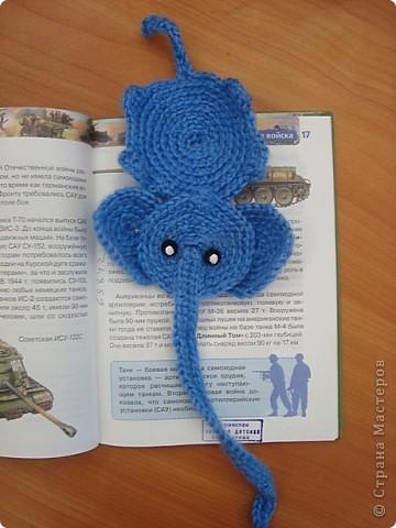 Настя для конкурса связала закладку-слоника. фото 2