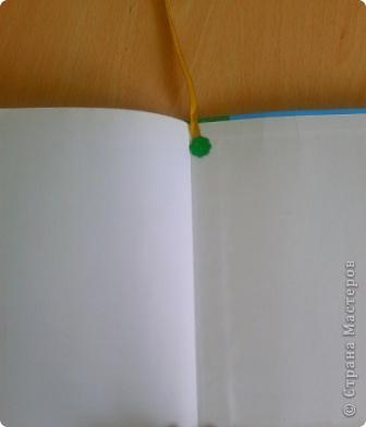Эта закладка живет в технологии, она сделана из остатков от подарочного сертификата в РИВГОШ, ленты, бумаги фото 8