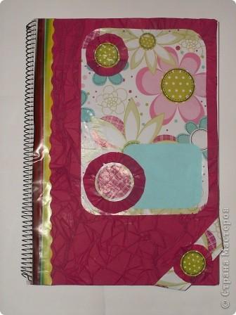 Закладка делается быстро из красивой упаковочной бумаги, напоминающей аппликацию на ткани. Делается из полоски сложенной в 4 слоя бумаги. Декорирована цветком-розеткой. Такую закладку легко сделать с ученицами. фото 8