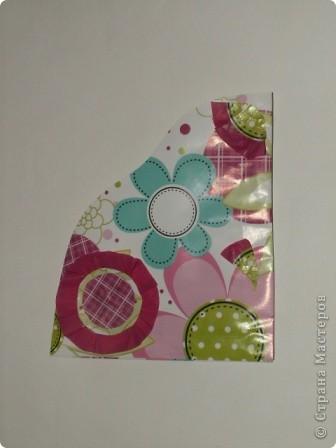 Закладка делается быстро из красивой упаковочной бумаги, напоминающей аппликацию на ткани. Делается из полоски сложенной в 4 слоя бумаги. Декорирована цветком-розеткой. Такую закладку легко сделать с ученицами. фото 12