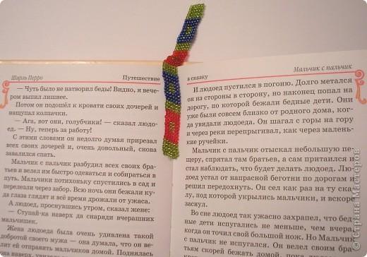 Очень отрадно, что вместе с моей воспитанницей Кристиной ( http://stranamasterov.ru/node/252294 ) в конкурсе участвует её мама Инна Александровна.  Вот такая интересная бисерная закладка получилась. фото 1