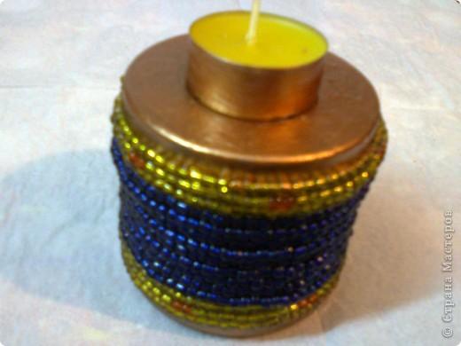 Подсвечник из фильтра какой - то машины .  Вокруг оплетено бисером .  Верх ,низ и гильза свечи окрашены перламутровой...