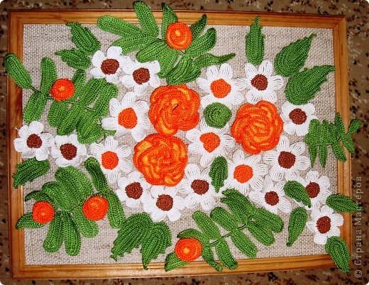 Панно из вязаных крючком цветов. фото 1