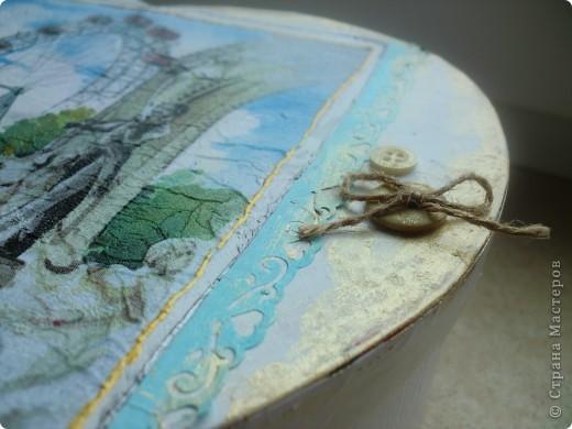 Моя коробочка декорированная салфеткой...пуговками, по краях тонированная золотой краской! фото 2